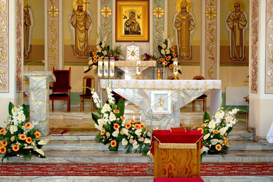Ołtarz kościoła pw. Matki Bożej Nieustającej Pomocy w Nizinach